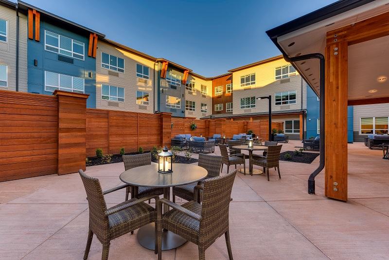 MorningStar Happy Valley-AL courtyard